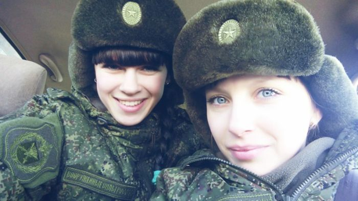 russian-girls-who-look-really-good-in-uniform-14