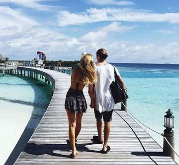 dating travel girls