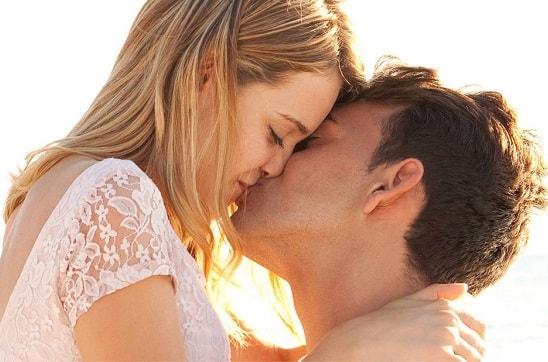 romantic-kiss