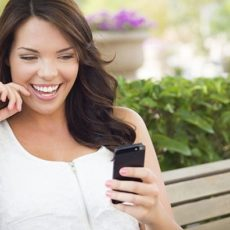 pretty-girl-texting