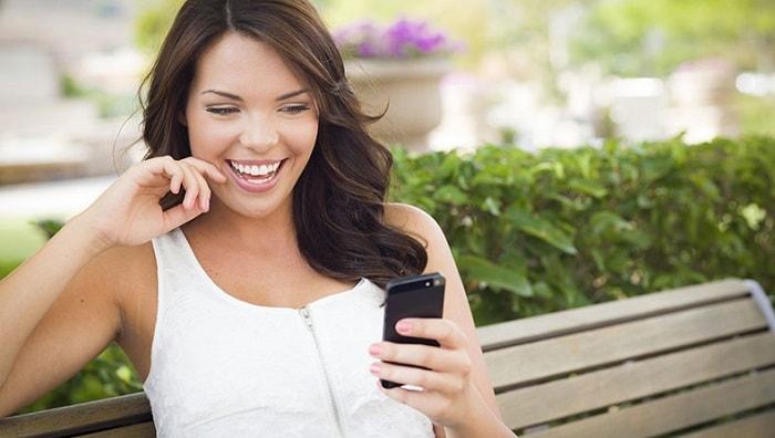 pretty-girl-texting